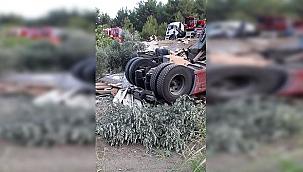 Feci Kaza: TIR Uçuruma Yuvarlandı !